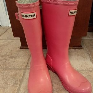 Well loved Salmon Pink girls Hunter boots.